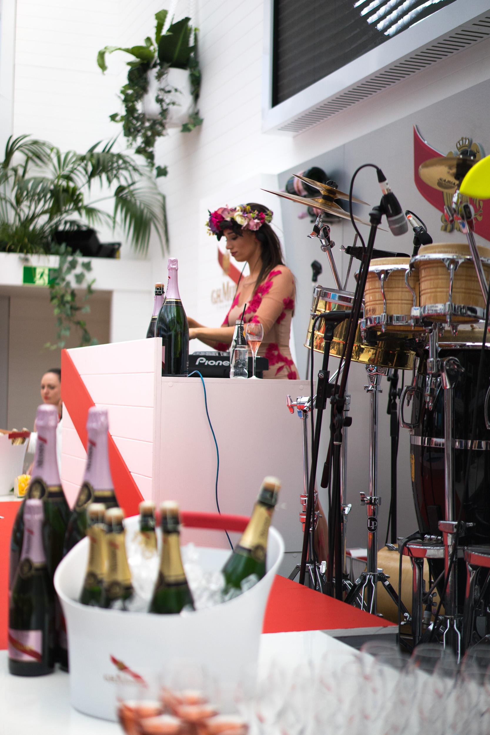 ghmumm-roddgunn-melbourne-spring-carnival4